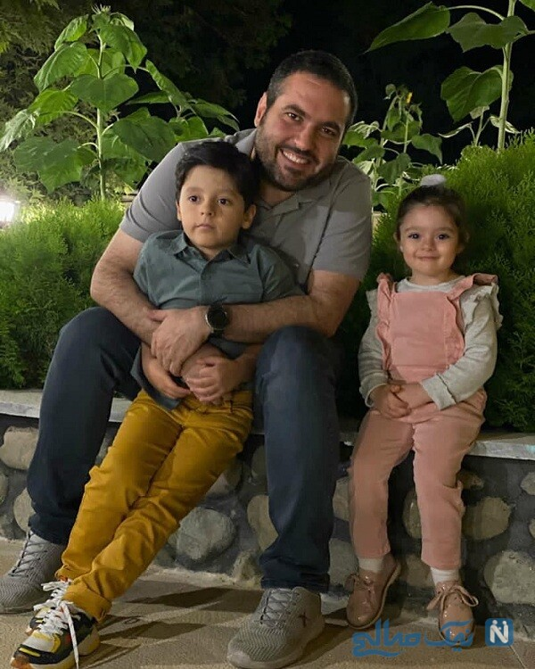 فرزندان مصطفی کیایی در کنار عمویشان