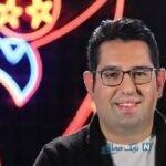 ژست جالب دختر محمدرضا احمدی مجری معروف با کاپشن و چتر کارتونی
