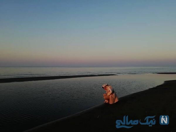 ساره بیات کنار دریا