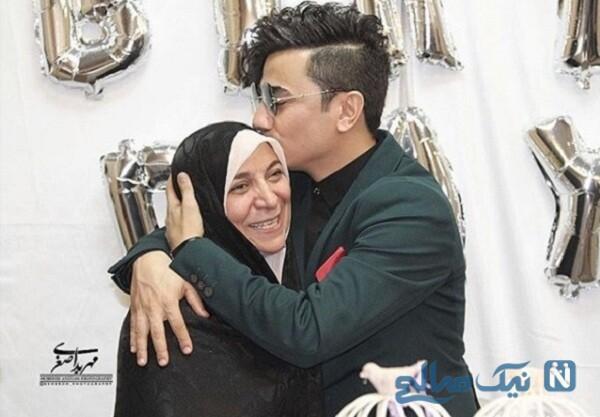 خواننده معروف و مادرش