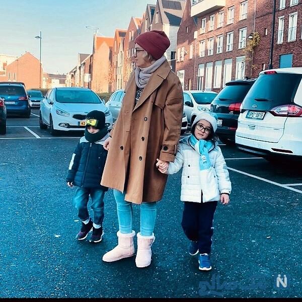 حنا و آروین با مادرشان