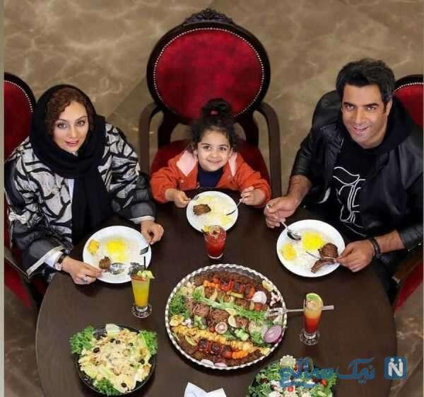 منوچهر هادی به همراه همسر و دخترش در رستوران