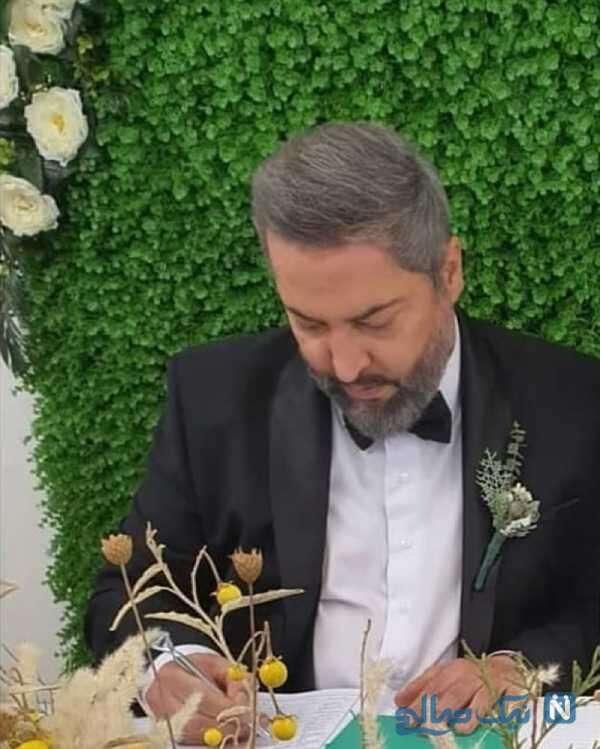 میناوند در حال امضا کردن عقدنامه