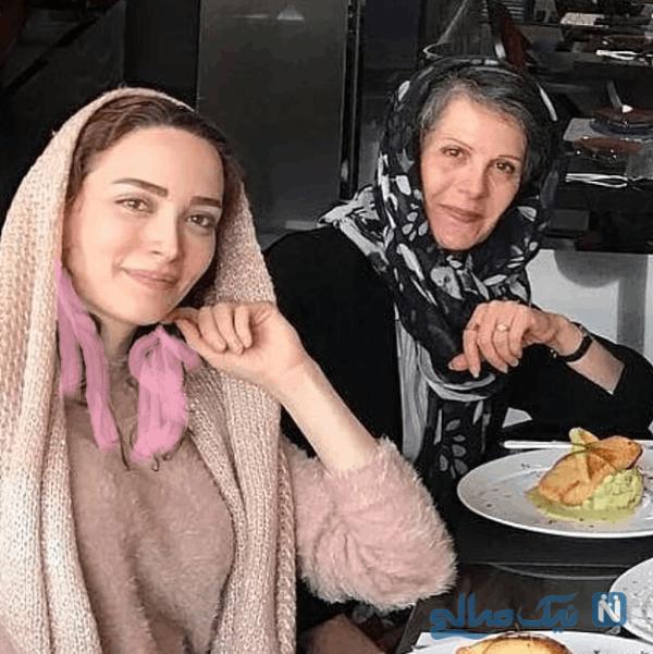 بهنوش طباطبایی و مادرش در رستوران