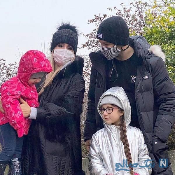 شاهرخ استخری در کنار همسر و فرزندانش