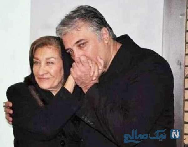 بوسه ایرج نوذری بر دستان مادرش