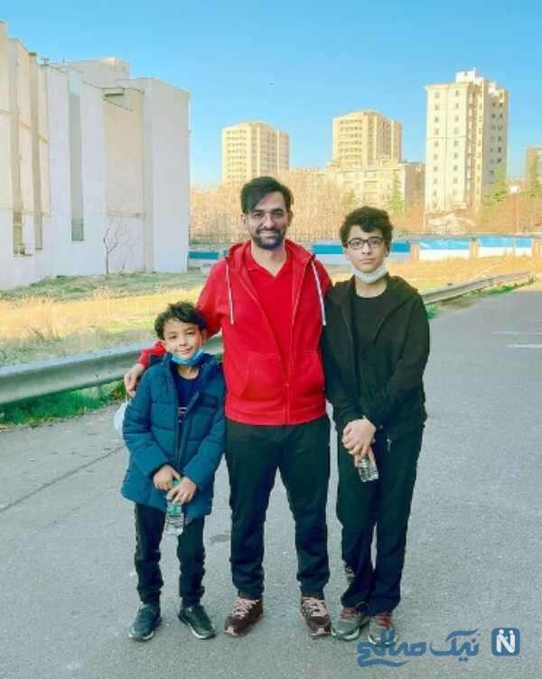 پیاده روی صبحگاهی آذری جهرمی با پسرانش