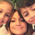 جنیفر لوپز خواننده و فرزندانش در روز تولد ۱۳ سالگی آنها
