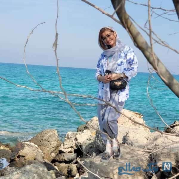نفیسه روشن در کنار دریای خلیج فارس