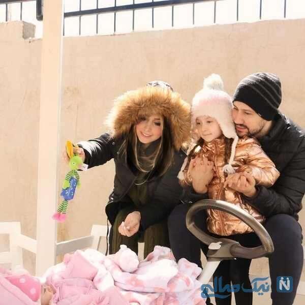شاهرخ استخری و همسرش در کنار دخترشان پناه