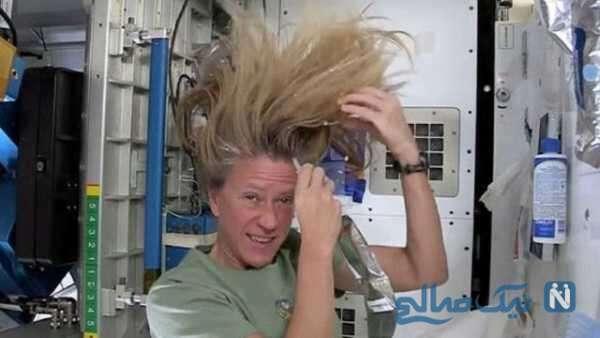 شست و شوی مو سر یک خانم در فضا