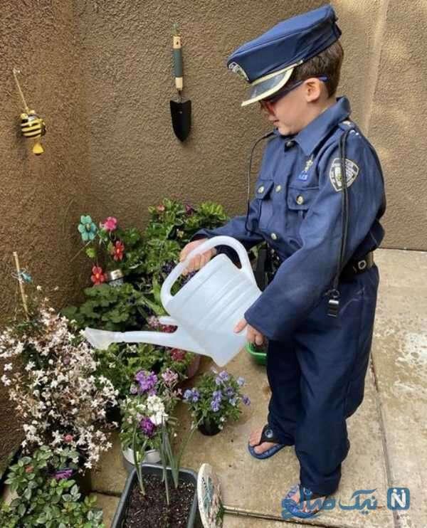 پسر احسان کرمی با لباس پلیس