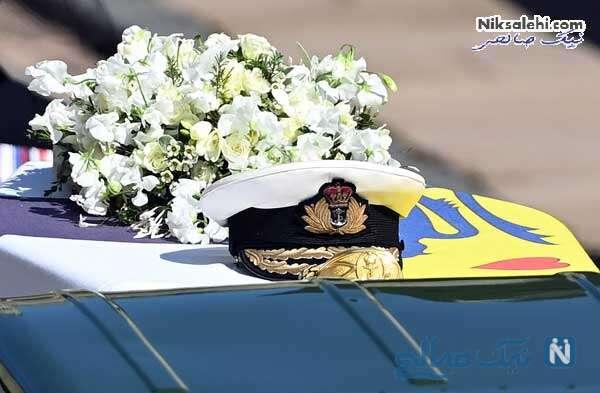کلاه و حلقه گل روی تابوت پرنس فیلیپ