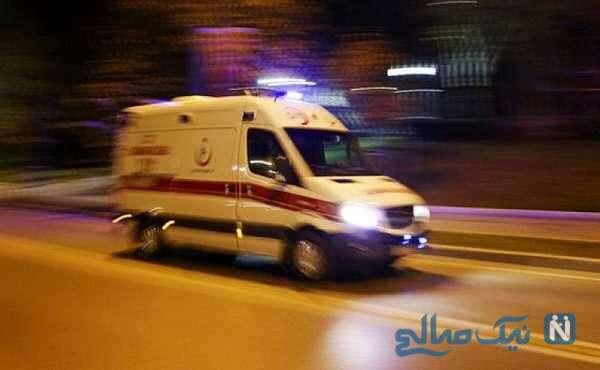 لحظه سقوط جنازه ی بیمار کرونایی از آمبولانس در خیابان