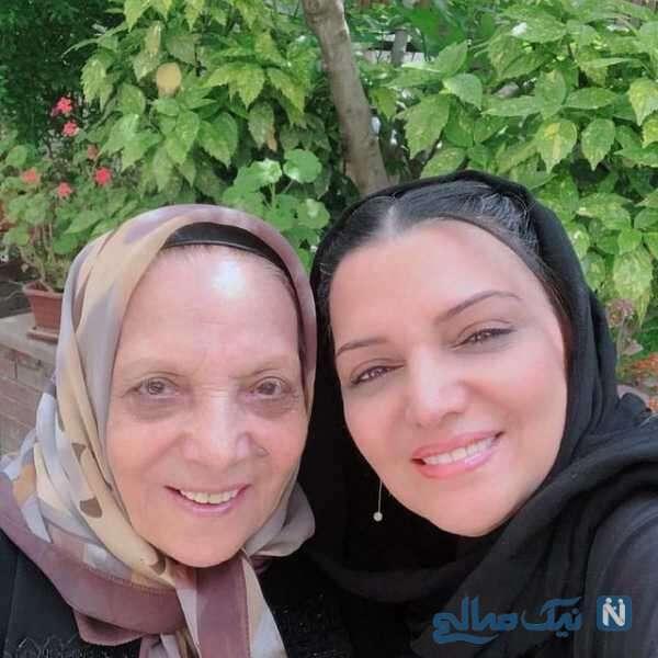 الهام پاوه نژاد در کنار مادرش