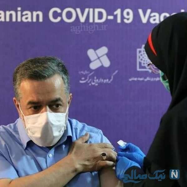 محمود کریم در حال تزریق فاز سوم واکسن ایرانی