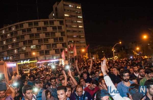 جمع شدن مردم در خیابان