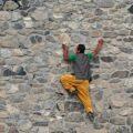 بالا رفتن از دیوار دختر ۸ ساله با سرعت عجیب و خیره کننده