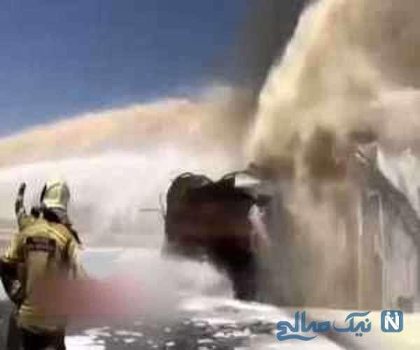 فوم پاشی بر روی آتش پالایشگاه تهران
