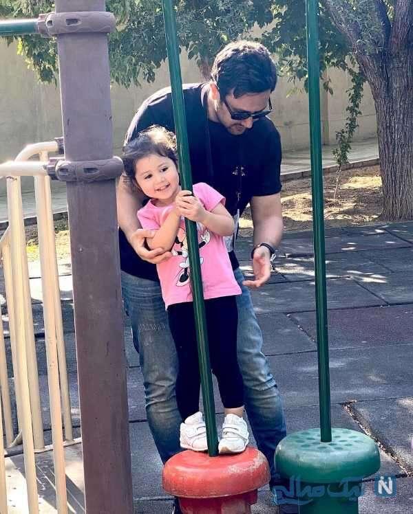 شاهرخ استخری در پارک به همراه دخترش