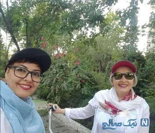 تصویری از آناهیتا همتی و مادرش