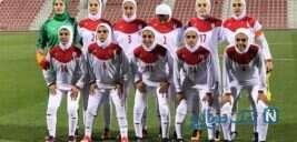 آوازخوانی دختران تیم ملی فوتبال بانوان ایران در فرودگاه مهرآباد