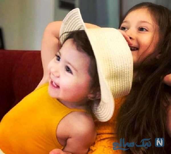 عکس از نبات استخری و خواهرش پناه