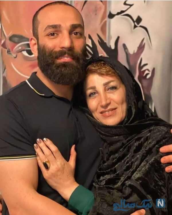 حمید صفت کنار مادرش