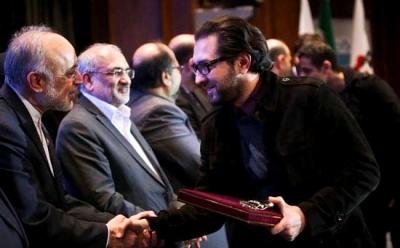 بهرام رادان و مداح مشهور از معاون رئیس جمهور جایزه گرفتند+تصاویر