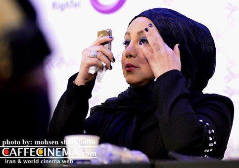 بهنوش بختیاری درحال چک کردن آرایش صورتش در نشست خبری!! + تصاویر