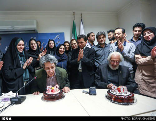 جشن تولدی که خبرنگاران برای جمشید مشایخی و پسرش برپا کردند+عکس