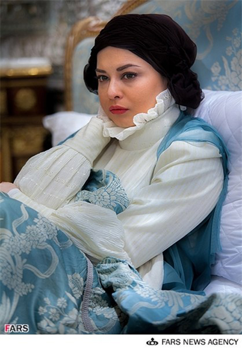 مهراوه شریفی نیا با گریمی متفاوت در نقش «ثریا» همسر شاه مخلوع+تصاویر
