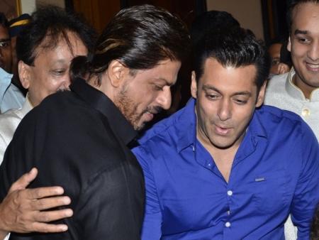 سلمان خان و شاهرخ خان: ماه رمضان باعث آشتی دوستاره سینمای هند شد + عکس