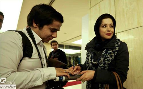عکس های دیدنی از حضور بازیگران در حاشیه روز اول جشنواره سی و سوم فیلم فجر