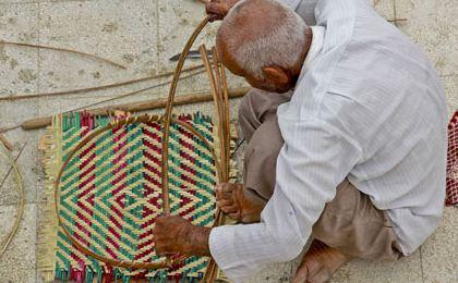 سپ بافی یکی از صنایع دستی شهر لارستان!+عکس