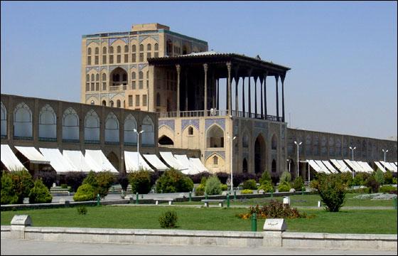 عالی قاپو از بناهای تاریخی و آثار باستانی شهر اصفهان!