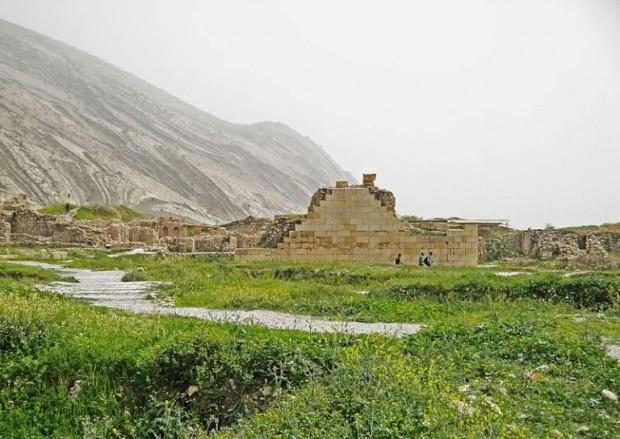 معبد آناهیتا از بناهای مشهور شهر باستانی بیشاپور!