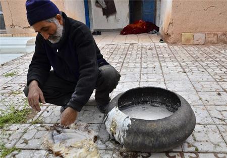 آشنایی با ساخت کفش سنتی روستای چرمه!+تصاویر