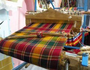 سفره بافی یکی از صنایع دستی کاربردی و جالب!