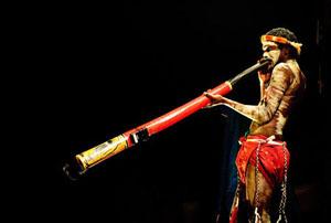 با ساز «دیجیریدو» یکی از سازهای بادی مردم بومی استرالیا آشنا شوید!