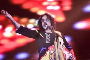 محسن شریفیان نوازنده ایرانی در اسپانیا سر و صدا کرد!