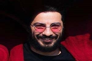تیپ ورزشی نوید محمدزاده در اکران فیلم مغزهای کوچک زنگ زده