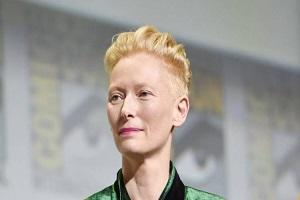 گریم باورنکردنی تیلدا سوئینتن در نقش پیرمرد ۸۲ ساله