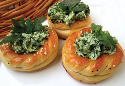 نان و پنیر و سبزی به سبک مجلسی! عکس