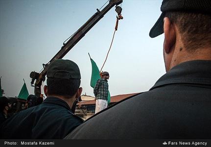 قاتل بیرحم ساری در ملاء عام اعدام شد