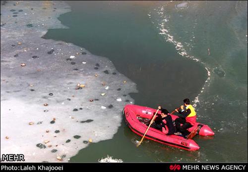 غرق شدن یک زن در سد یخ بسته
