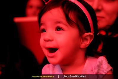 اولین حضور تیارا خانم صادقی در کنسرت پدر  تصاویر