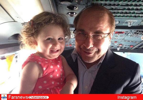 محمد باقر قالیباف و نوه اش در کابین خلبان