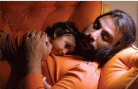 عکس تاثر برانگیز از زنده یاد ناصر عبداللهی و دخترش
