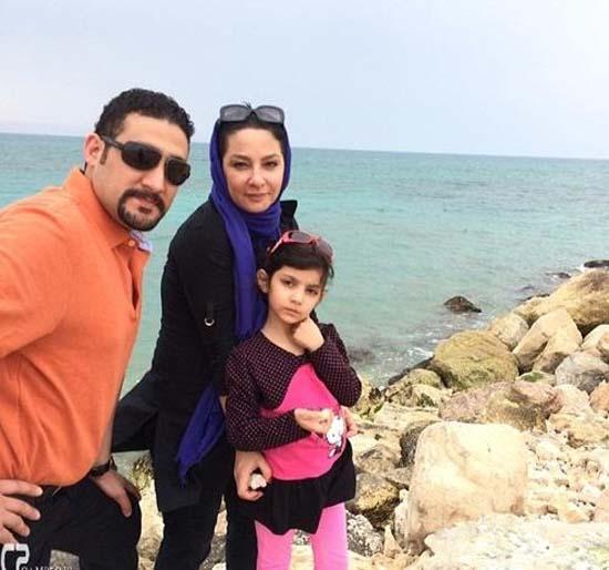 لاله صبوری کنار شوهر و دخترش کنار ساحل